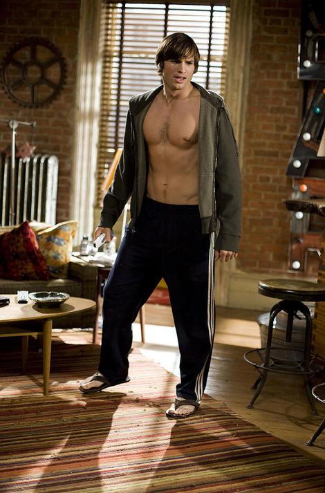 ashton-kutcher-shirtless-01