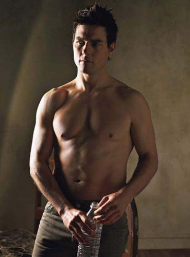 tom-cruise-shirtless-1