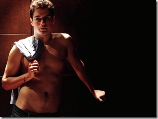 Henry_Cavill_Shirtless_01