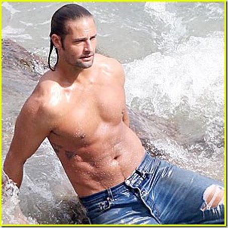 Josh_Holloway_shirtless_01