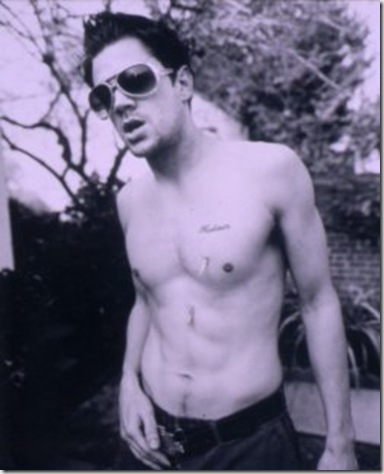 Johnny_Knoxville_shirtless_03