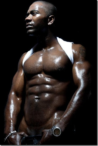Nashawn_Kearse_shirtless_02