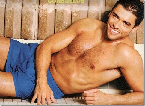 Mark_Consuelos_shirtless_03