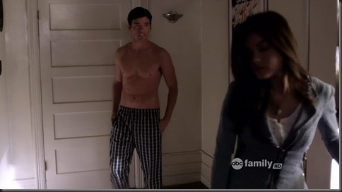 Ian_Harding_shirtless_04