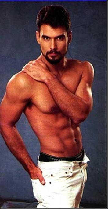 Robert_Kelker_Kelly_shirtless_05
