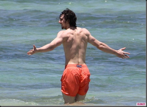 Aaron_Taylor_Johnson_shirtless_03