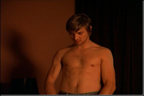 Jeremy_Renner_shirtless_17