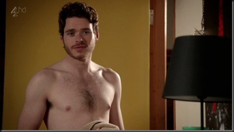Richard_Madden_shirtless_01