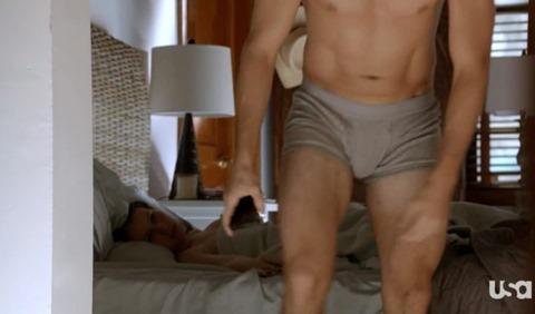 Aaron Tveit in Graceland Episode 1.08