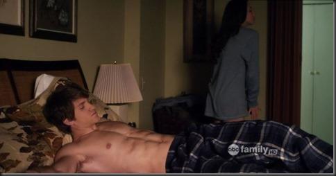 Tyler_Blackburn_shirtless_GIF_03d