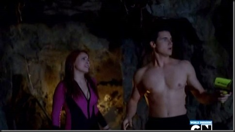 Robbie_Amell_shirtless_14