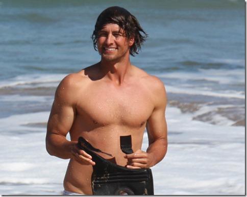 Adam_Scott_shirtless_02