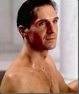 Ralph_Fiennes_shirtless_08