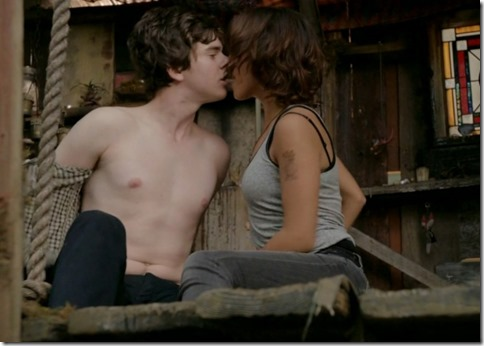 Freddie_Highmore_shirtless_14
